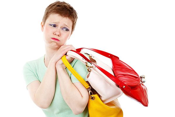 ショック!エナメルのバッグに紙が張り付いて・・・・