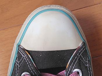 靴 油性マジック 汚れ 落とす