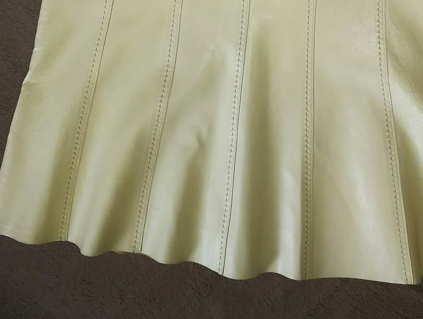レザースカートの傷、めくれがこんなにキレイに