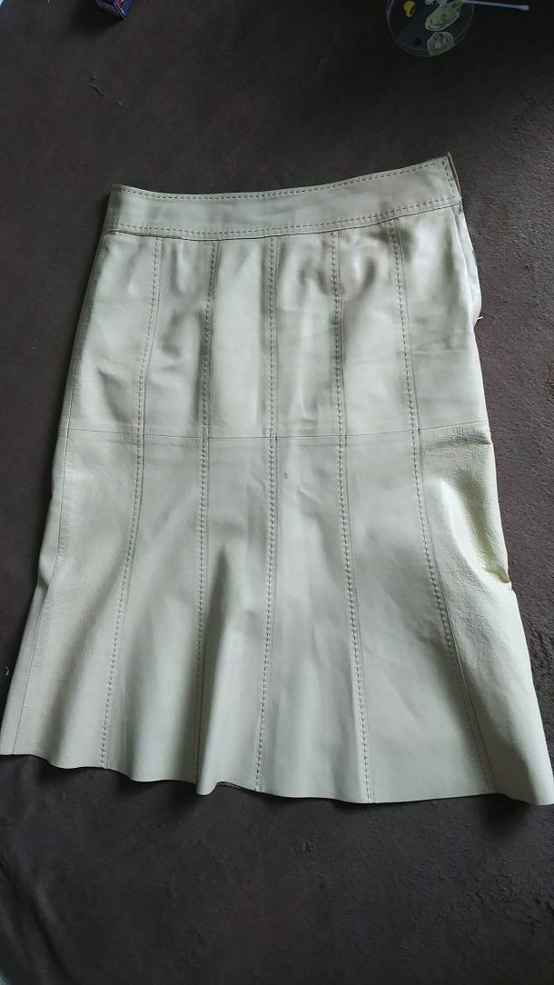 補修前のレザースカート全体