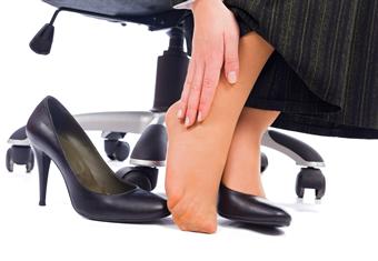 靴やブーツ、サンダルが痛い…!